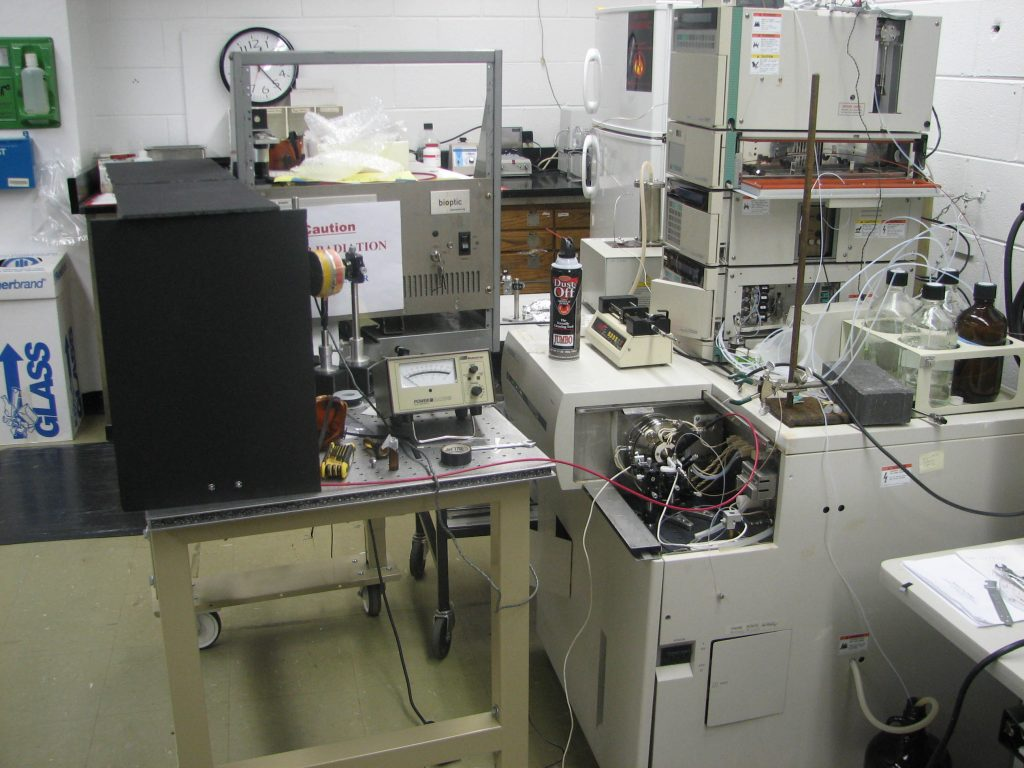 Hitachi Ion Trap Mass Spectrometer for IR Laser + Electrospray