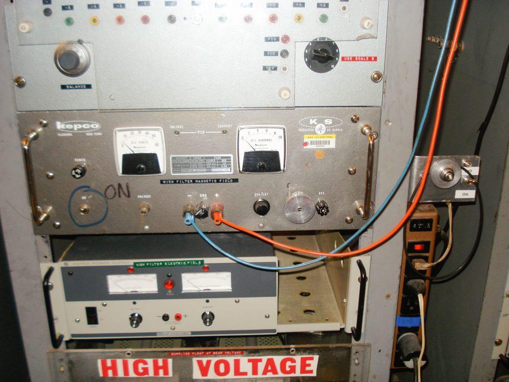 Wein filter magnet power supply
